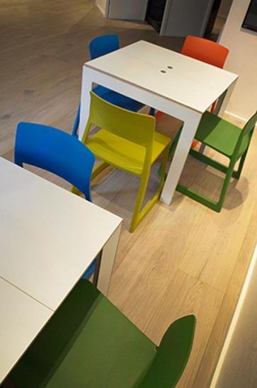 Tavoli e sedie.