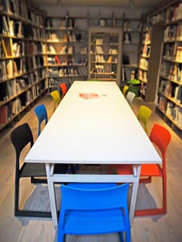 Tavoli per uffici.