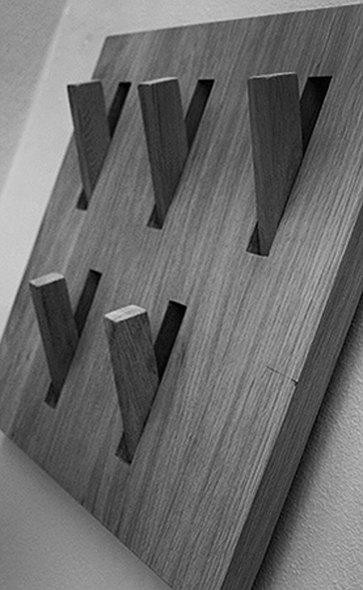 Appendiabiti in legno.