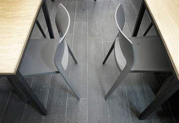 Tavoli ristoranti piano in legno.