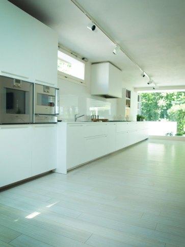 Cucina bianca moderna.