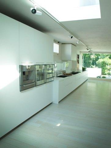 Cucina laccata elettrodomestici Gaggenau.