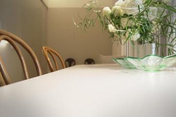 Tavolo e sedie.
