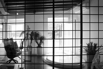 Pannelli scorrevoli alluminio e vetro Rimadesio.