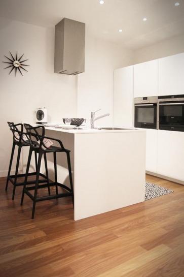 Cucina bianca laccata.