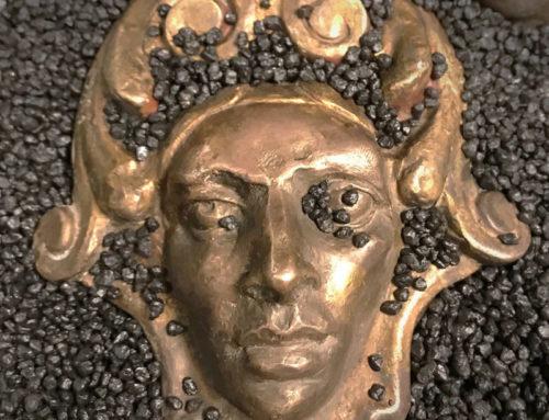 """BENEDETTO """"Archeologia del presente"""" Installazione di bronzetti"""